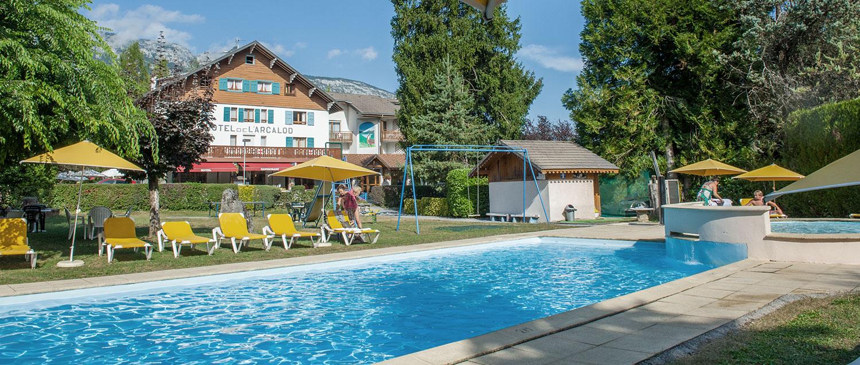 Hotel Arcalod, picine au bord du lac